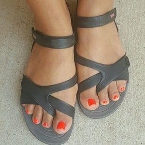 TEVA Tevasphere versa sandal/water shoe.